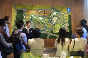 Facilitators introduce the fundamentals of sustainable urban planning in rapidly developing contexts